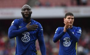 Chelsea vence Arsenal com Lukaku a estrear-se a marcar