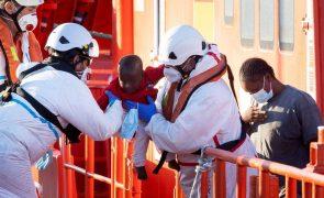 Mais de 300 migrantes do navio dos MSF vão desembarcar na Sicília