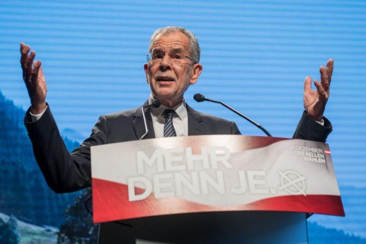 Candidato ecologista Van der Bellen vence presidenciais na Áustria - projeções TV