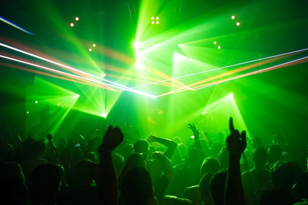 Mecânico condenado por agredir ex-mulher que o seguiu até discoteca