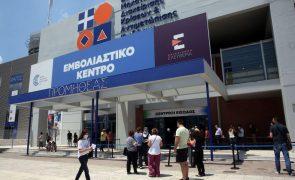 Covid-19: Grécia vacinará em setembro com terceira dose os mais vulneráveis