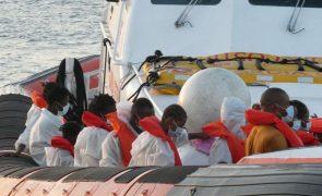 Migrações: Mais de 500 migrantes chegam à ilha Lampedusa nas últimas 24 horas