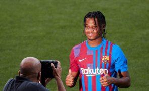 Ansu Fati volta a treinar com o plantel do FC Barcelona nove meses depois