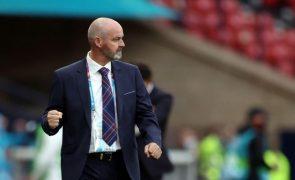 Steve Clarke vai comandar seleção da Escócia até 2024