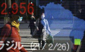 Bolsa de Tóquio fecha a recuar 0,03%