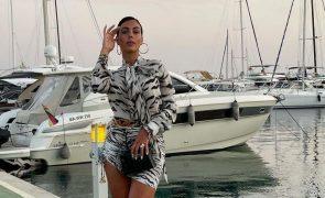 Georgina Rodriguez deixa fãs a babar com pose sensual em cima de bóia
