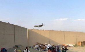 Afeganistão: Talibãs garantem que vão permitir voos civis após 31 de agosto