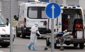 Covid-19: Rússia regista recorde diário com 820 mortes