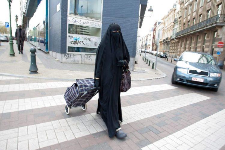 Marrocos proíbe fabrico e venda da 'burqa'
