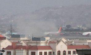 Afeganistão: Joe Biden acompanha situação após ataques em Cabul