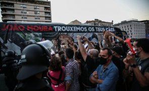 Protesto contra touradas e homenagem a cavaleiro junta mais de mil pessoas em Lisboa