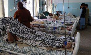 Afeganistão: China condena ataques suicidas no aeroporto de Cabul