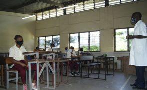Covid-19: Moçambique retoma aulas presenciais e alivia horários do recolher obrigatório