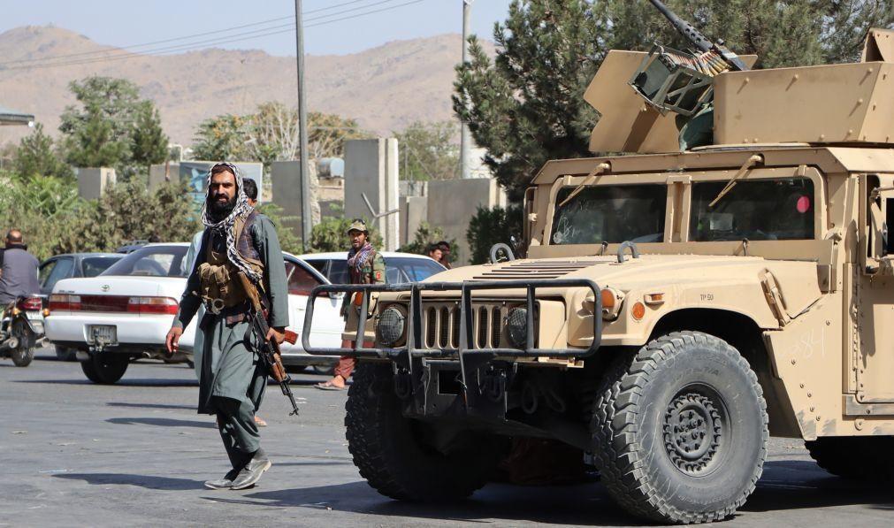 Afeganistão: Aumenta para 170 número de mortos no atentado do aeroporto de Cabul