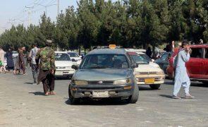 Afeganistão: Talibãs dão uma semana para entrega de armas e bens públicos