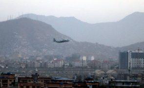 Afeganistão: Operação de retirada de civis pelo Reino Unido termina hoje
