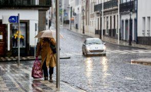 Cinco ilhas dos Açores sob aviso amarelo devido a chuva forte