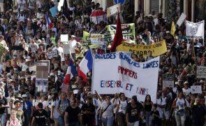 Covid-19: Dezenas de milhares manifestaram-se em França contra certificado e vacinas