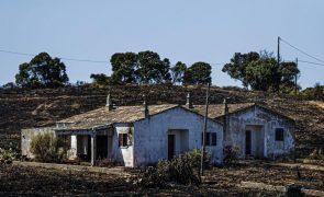 Incêndios/Algarve: Ainda se faz o balanço dos prejuízos e já chegaram os primeiros apoios