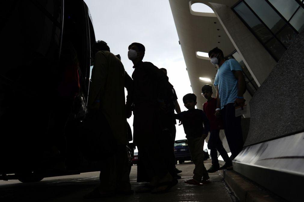 Afeganistão: França e Reino Unido pedem zona segura no aeroporto de Cabul