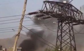 Míssil provoca violenta explosão junto ao aeroporto de Cabul [vídeos]
