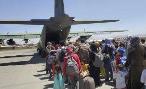 Afeganistão: Quase cem países esperam que talibãs deixem sair do território quem quiser
