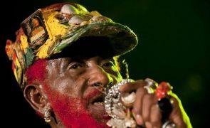 Morreu Lee 'Scratch' Perry, lenda do reggae e dub jamaicano
