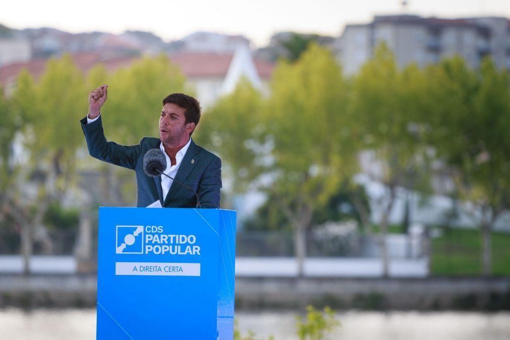 Francisco Rodrigues dos Santos diz que António Costa vive sozinho