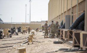 Afeganistão: EUA deixam país nas mãos dos talibãs 20 anos depois de os derrubarem