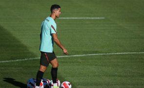 Cristiano Ronaldo assina contrato de duas épocas com o Manchester United