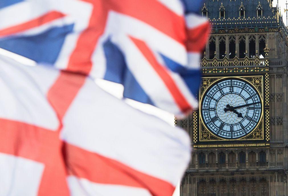 Theresa May em dificuldades na primeira semana de negociações com a UE