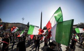 Covid-19: Ativistas antivacinas italianos preparam bloqueio de estações de comboio