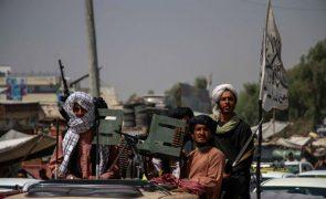 Reino Unido negoceia com talibãs saída de nacionais e aliados do Afeganistão