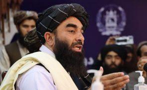 Afeganistão: Talibãs querem manter relação