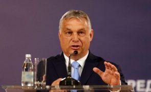 Hungria diz que refugiados podem trazer