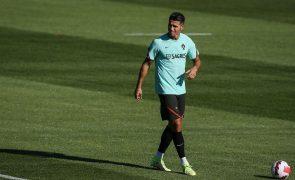 Ronaldo quer ganhar troféus no United e louva