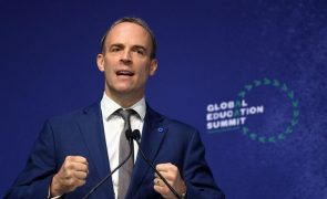 Afeganistão: Acusado de inação, chefe da diplomacia britânica anuncia visita à região