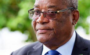 São Tomé/Eleições: PR diz que parlamento imiscuiu-se nas suas competências