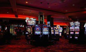 Jogar Casino online ou Casino ao vivo: qual o melhor?