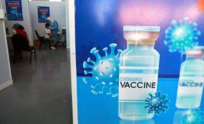 Covid-19: OMS alerta que 42 países africanos não vão conseguir atingir meta de vacinação