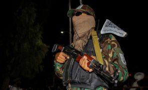 Afeganistão: Talibãs comprometem-se em proteger interesses chineses