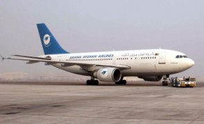 Afeganistão: Companhia aérea afegã Ariana retoma hoje voos domésticos