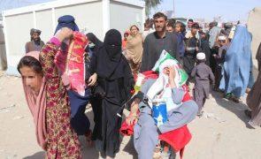 Afeganistão: Emirados enviam avião com ajuda humanitária