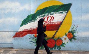 Irão exorta Estados Unidos a porem fim à