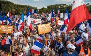 Covid-19: Cerca de 140 mil pessoas nas ruas contra o passe sanitário
