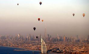 Emirados Árabes Unidos revelam plano para investir na economia e liberalizar leis