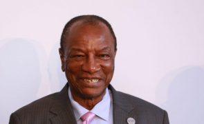 Forças especiais da Guiné-Conacri dizem ter detido Presidente, Governo garante que repeliu golpe