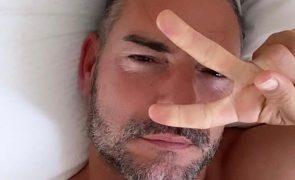 Divulgada na Internet foto de Cláudio Ramos nu à janela de casa