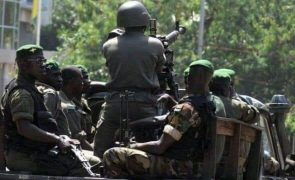 Líder dos golpistas na Guiné-Conacri quer governo de unidade e recusa caça às bruxas