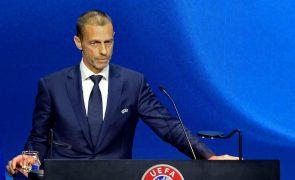 UEFA opõe-se a Mundial de dois em dois anos e critica Superliga Europeia